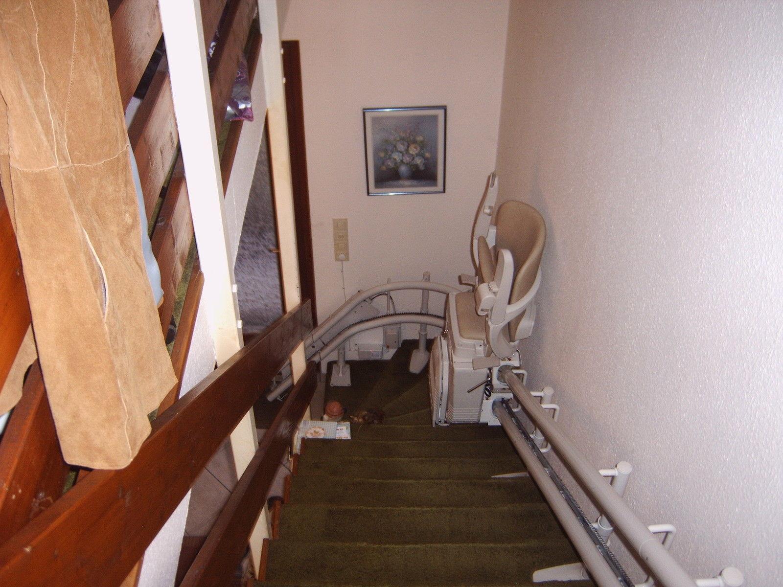 Kanyarodó lépcsőlift Angliából